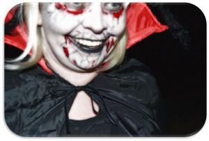 Bergedorf, HeidivomLande, Heidi TV, Halloween, gruselige Nacht, Grusel, Untote, Zombies, Vampire, Brauch, Jack Oldfield, Bösewicht, Video, Horror, Lilabe, Norddeutschland, wilde Kostümparty, Fummelwiese, HAW, Campus, Fasching, Party