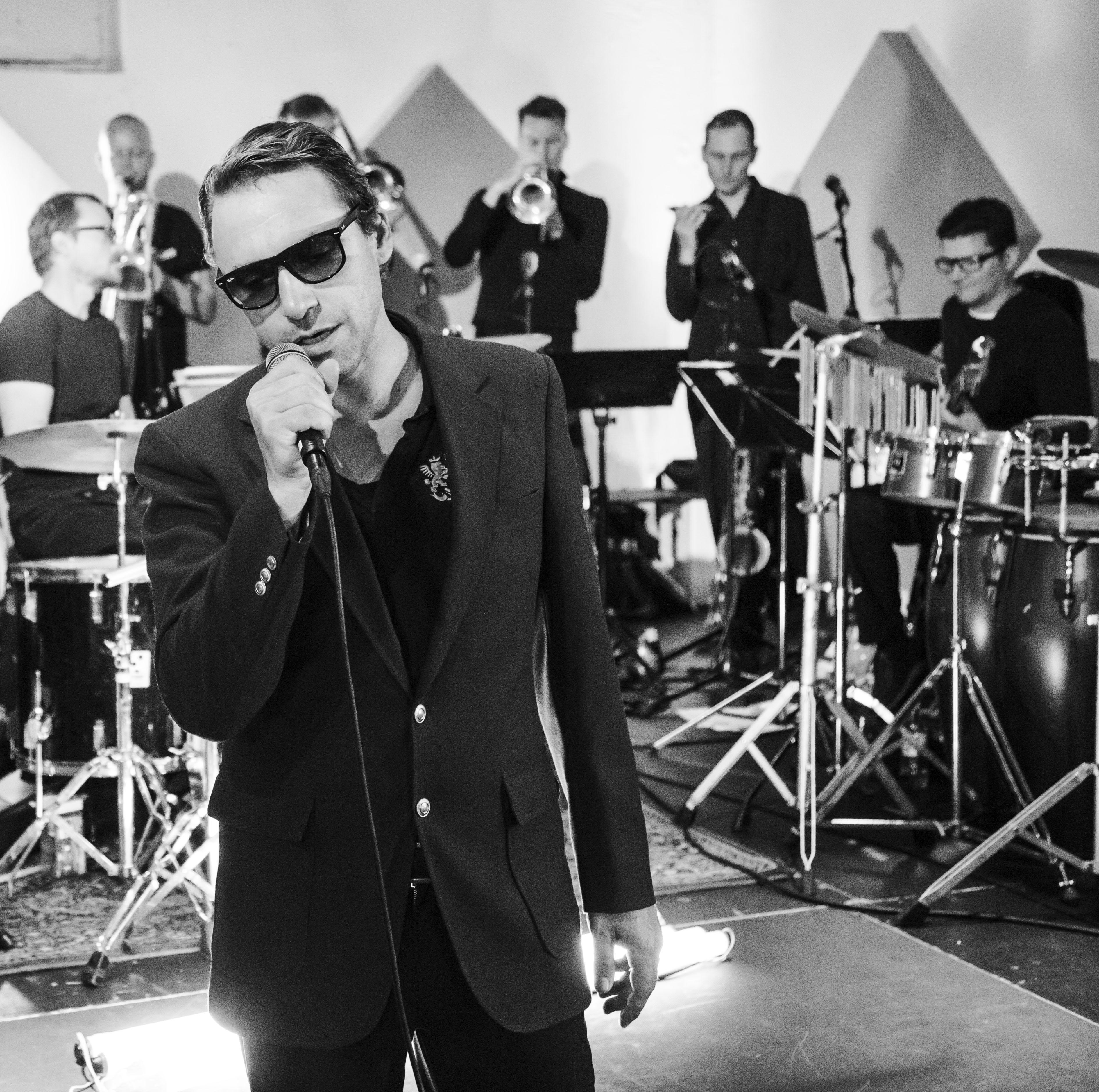 Rocko Schamoni, Entertainer, Musiker, Autor, Schauspieler, Clubbetreiber, festes Mitglied des Komik-Ensembles Studio Braun, Punk, Golden Pudel Club, Lesung, Buch, LOLA Kulturzentrum Bergedorf, Hamburg