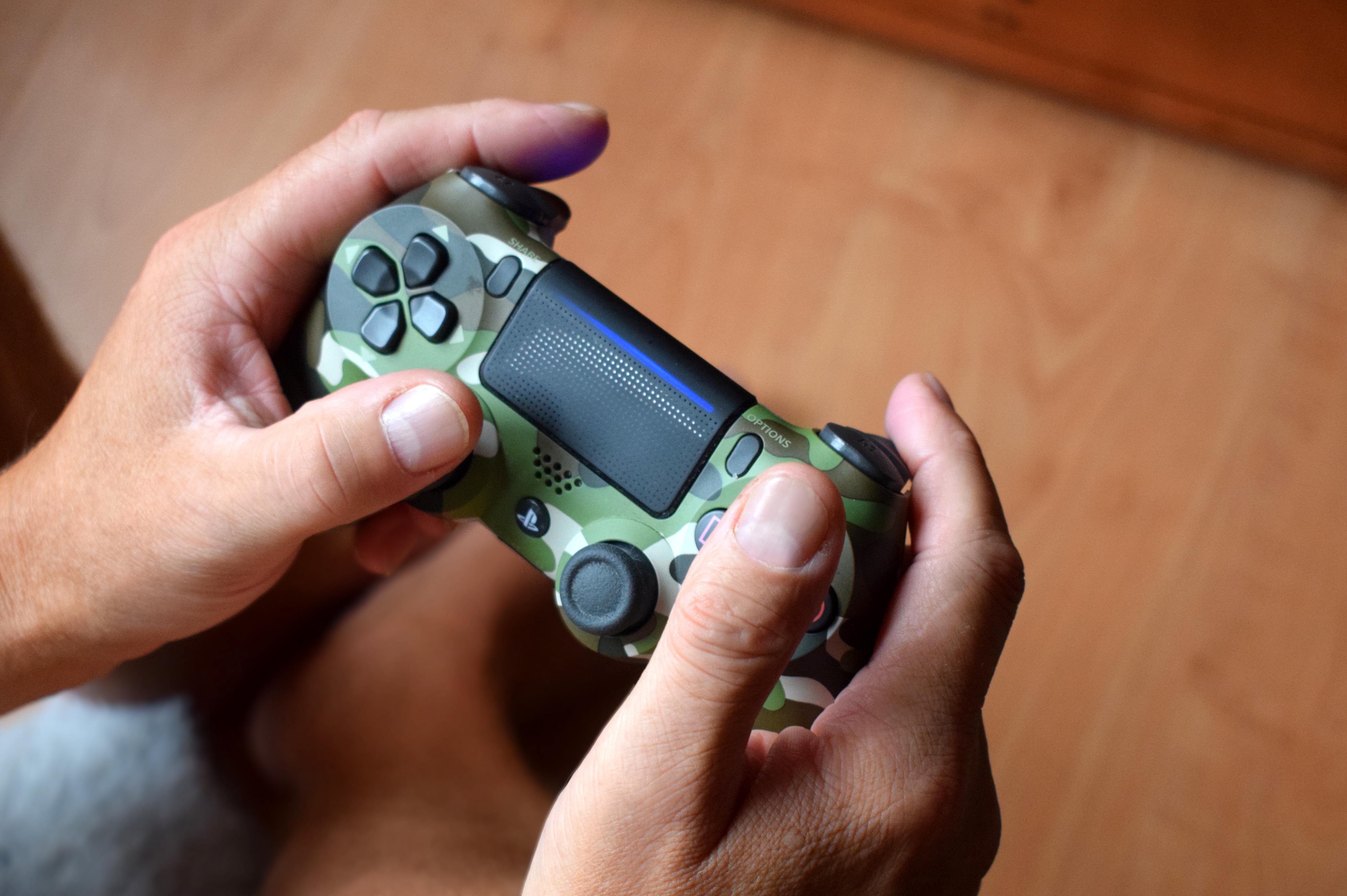 Playstation: Abende, an dem das Wohnzimmer regelmäßig ins kämpferische Chaos stürzt!