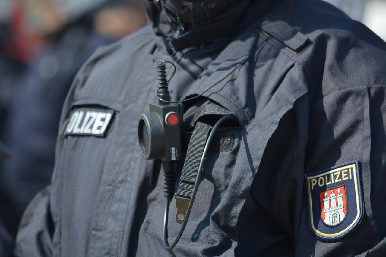 Polizei, Durchsuchung, Beschluss, Haftbefehl, Neuallermöhe, Hamburg, Bergedorf, Handel mit Betäubungsmitteln, Drogenhandel, Waffenhandel, Nachrichten, news
