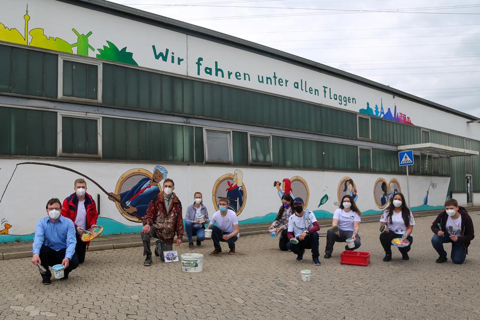 Vielfalt, Diversity, VHH, Betriebshof Bergedorf, Hamburg, Künstler Kai Teschner, Hafenstraße, Hamburg, Wandgemälde, Vielfalt im Unternehmen, Wir fahren unter allen Flaggen, News, Nachrichten, Wandbild